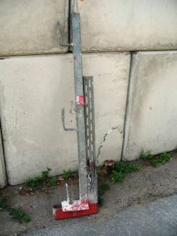 Schutzgeländerzwinge mit Keil verzinkt 1-40cm Größe1 Höhe 1m